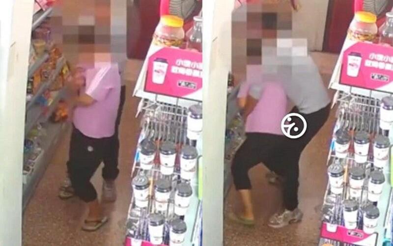 Giả vờ mua mì gói, gã đàn ông ngang nhiên sờ soạng nữ chủ tiệm tạp hóa